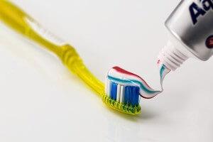 Beste Zahnpasta für weiße Zähne - Zähne aufhellen