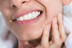 Was hilft bei schmerzempfindlichen Zähnen