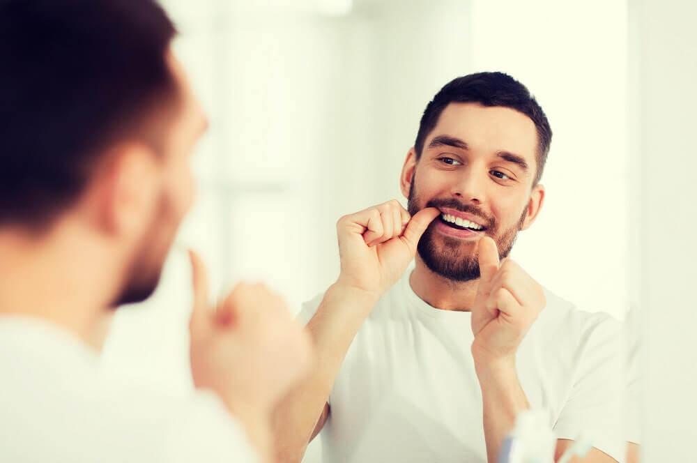 Zahnseide richtig benutzen – Tipps zur richtigen Anwendung